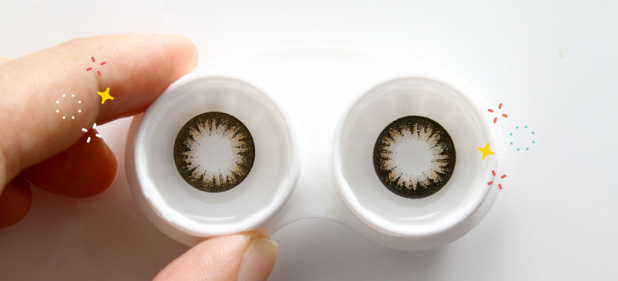 How to Clean Your Contact Lens Case in 4 Easy Steps